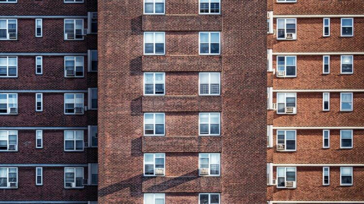 Achieving the 2030 climate goals: One-stop-shops for multi-family building renovations