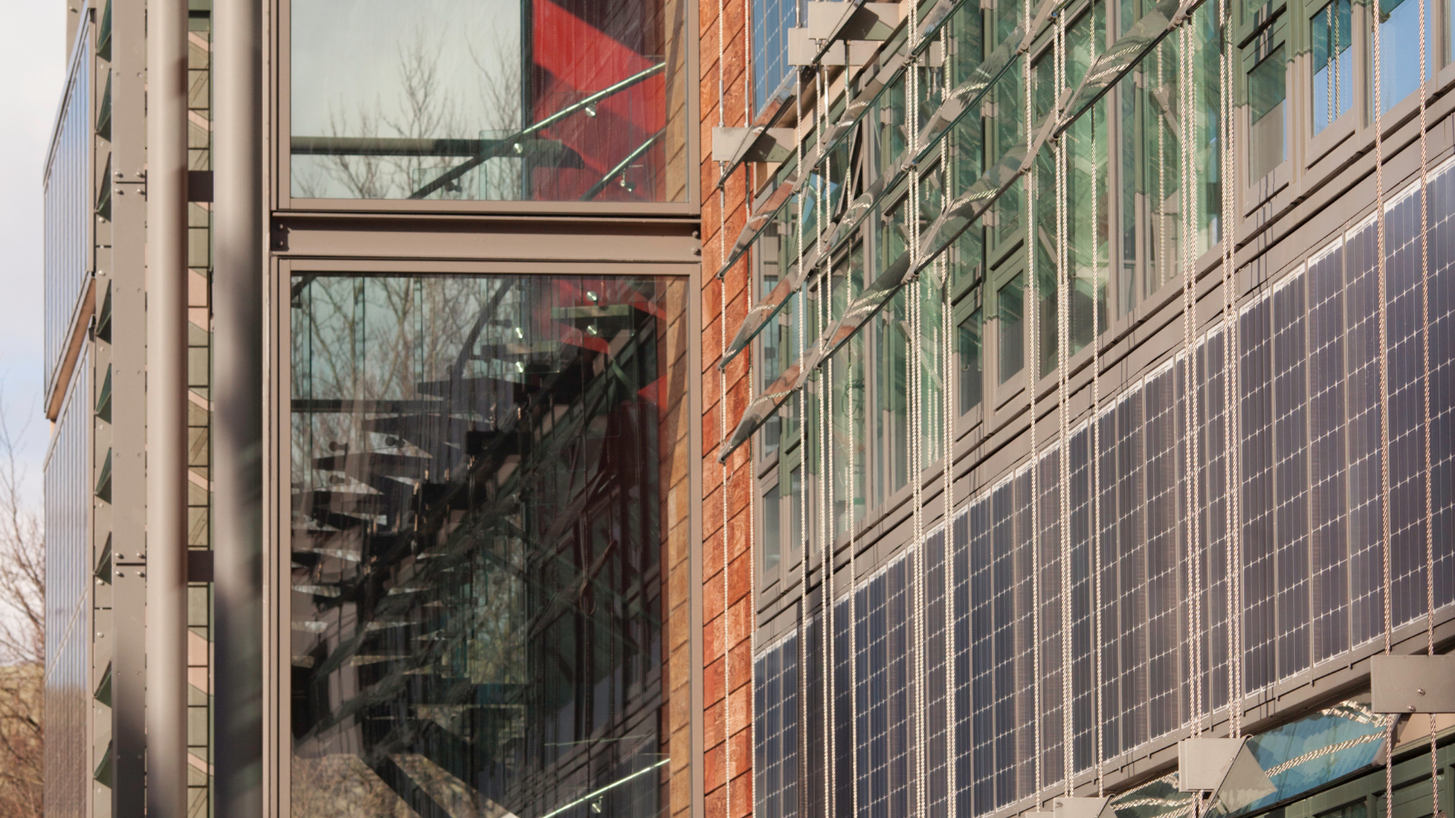 Large-roof PV system for public sports building in Berlin